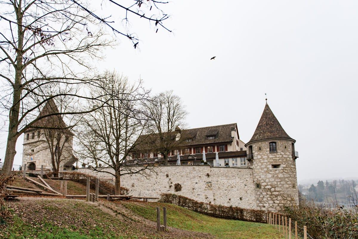 Winterhochzeit-im-Schloss-Laufen-Hochzeitsfotograf-Zürich