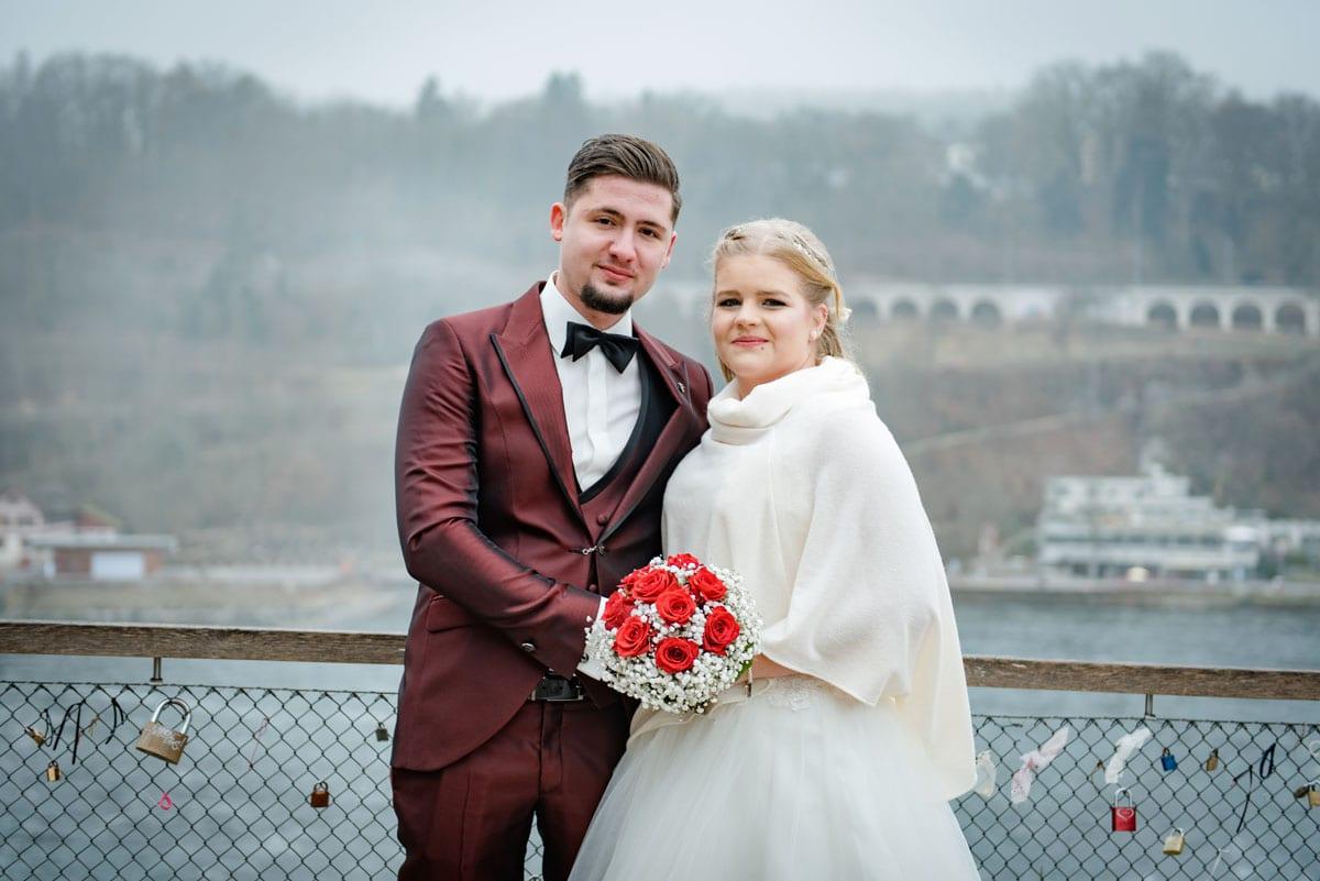 Brautpaar-Shooting-im-Schloss-Laufen-Hochzeitsfotograf-Zürich