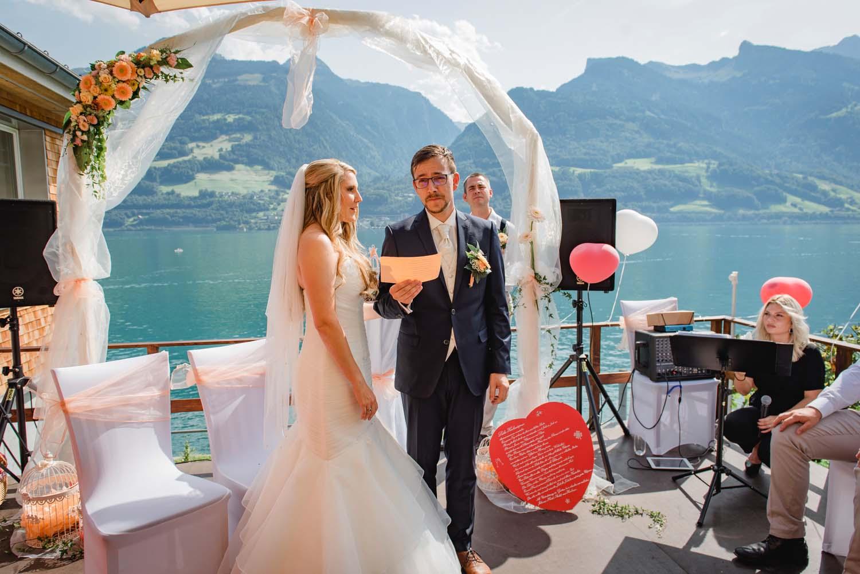 Freie Trauung in Quinten -  Hochzeitsreportage Schweiz