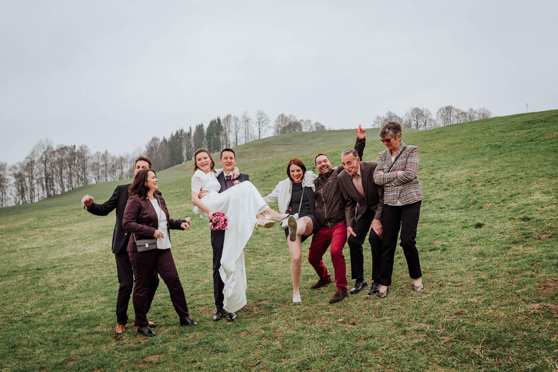 Ausgelassene Hochzeitsbilder