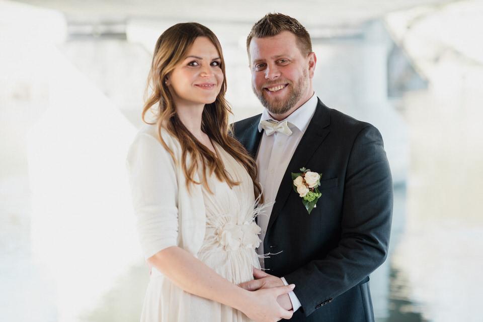 Brautpaarbilder an der Limmat Hochzeitsfotograf Zürich